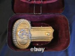 ROYAL NAVY LIEUTENANT EPAULETTES CASED Post 1902